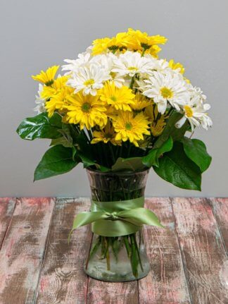 Yellow and white daisies in bright, summery arrangement.